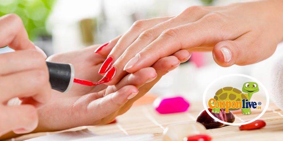 FOGGIA .1 seduta di Manicure curativa con applicazione Smalto semipermanente  a soli Euro 12,00 a persona da Maison D'Estetique Gomes Barbosa.