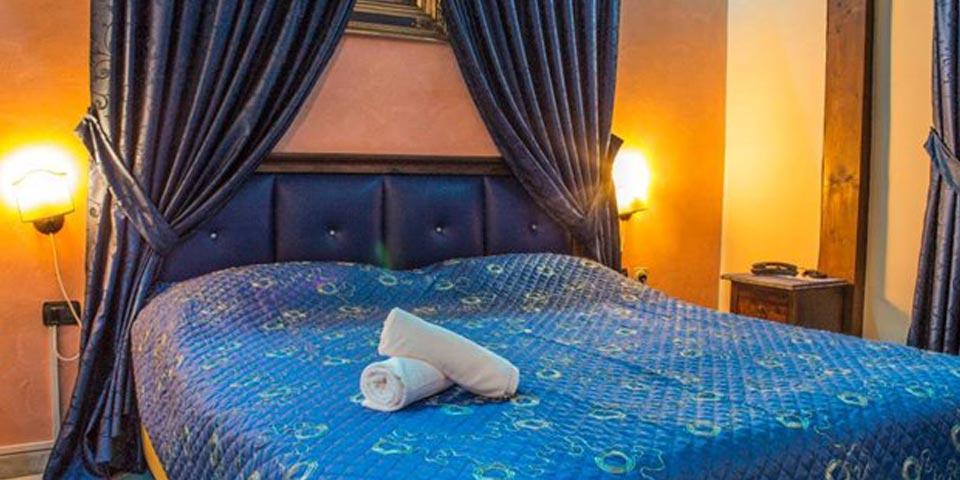 1 Notte a Napoli con Colazione e Cena valido solo nei Week-end a soli Euro 55,00 a coppia, da Hotel Happy Days.