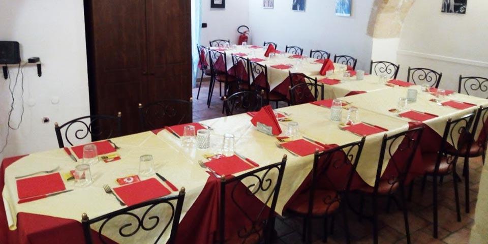 CASTELLANETA. Menù Panino gourmet valido tutti i giorni a pranzo o a cena anche il Sabato a soli Euro 19,00 a coppia, da Pizzeria Il Grottino 1442.