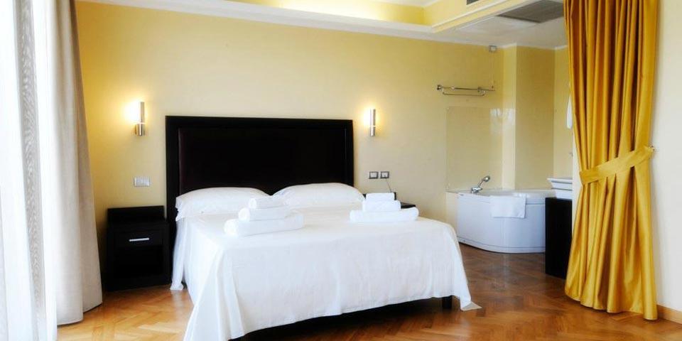 PRENOTA PRIMA, Luglio a CAROVIGNO, 7 Notti in Pensione Completa da Euro 1259,00 a camera, da Torre Guaceto Resort.