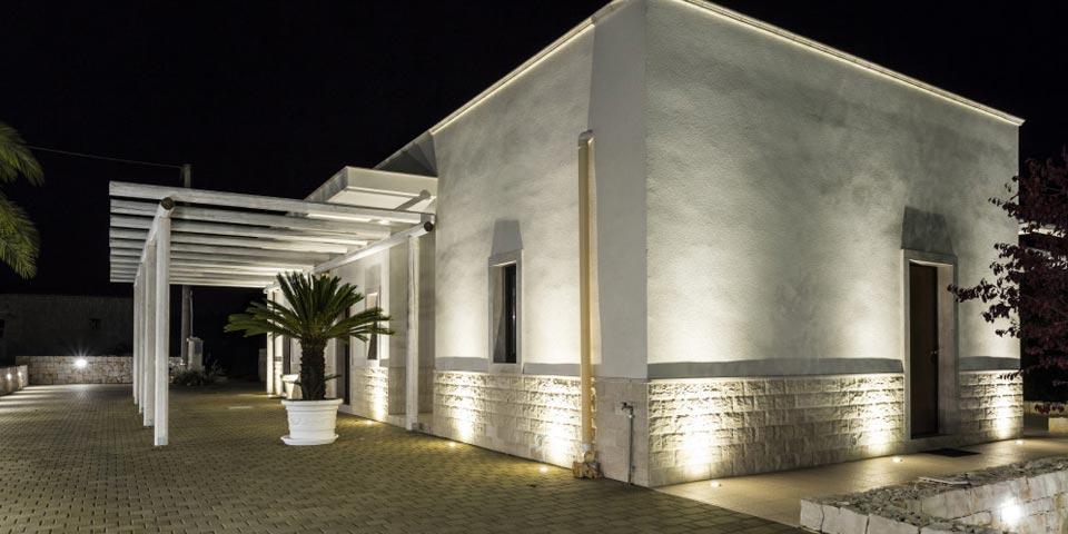CASTELLANA GROTTE. 1 o 2 Notti con bottiglia di Prosecco e colazione a partire da Euro 45,00 a coppia, da B&B Dimora Delle Grotte.