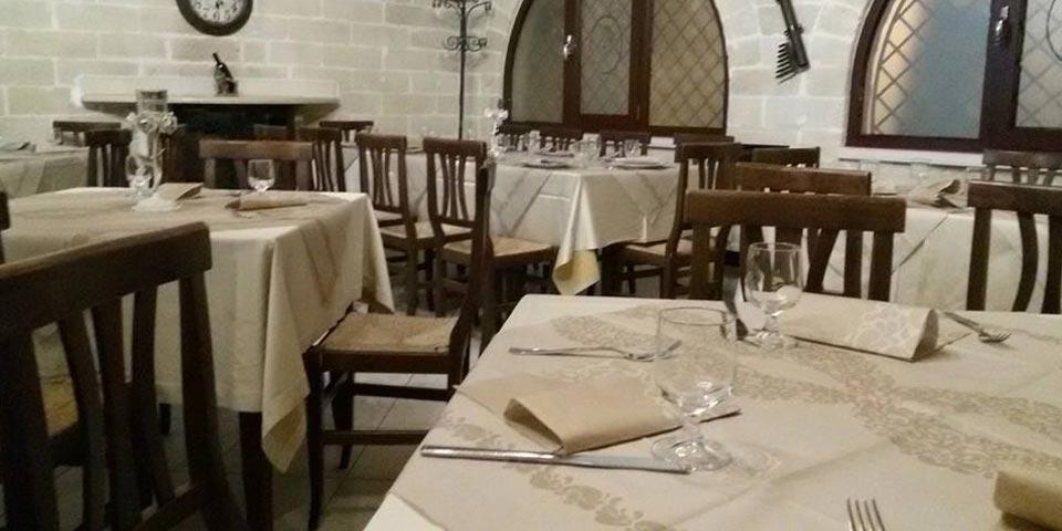 GRAVINA IN PUGLIA. Pranzo Domenicale a con antipasti, primi, secondo, frutta, dolce e bevande a soli Euro 39,00 a coppia, da La Dimora degli Elfi.