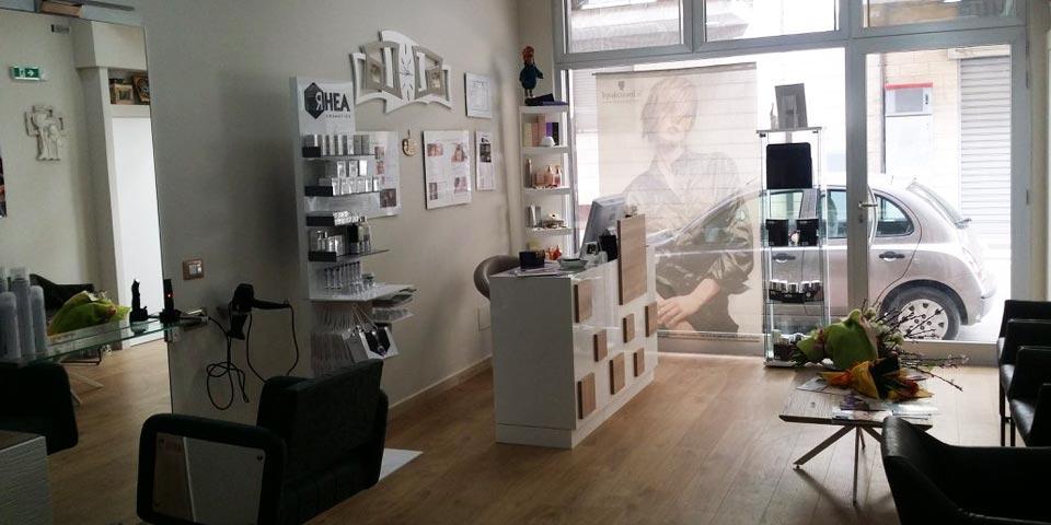 BITONTO. Pacchetto Look Donna con  Shampoo, Maschera, Taglio, Colore e Piega a partire da Euro 9,90  a persona,  da Byblos  Boutique.