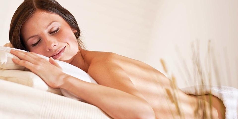 MOLFETTA. 1 Massaggio Relax o Hawaiano da 50 minuti con applicazione di gel colorati o olio a partire da Euro 9,90 a persona, da EsteticaMente.