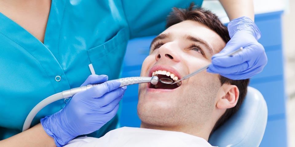 MOLFETTA. Visita Odontoiatrica con Pulizia Denti a soli Euro  19,00 a  persona, da Centro  Odontoprotesico.