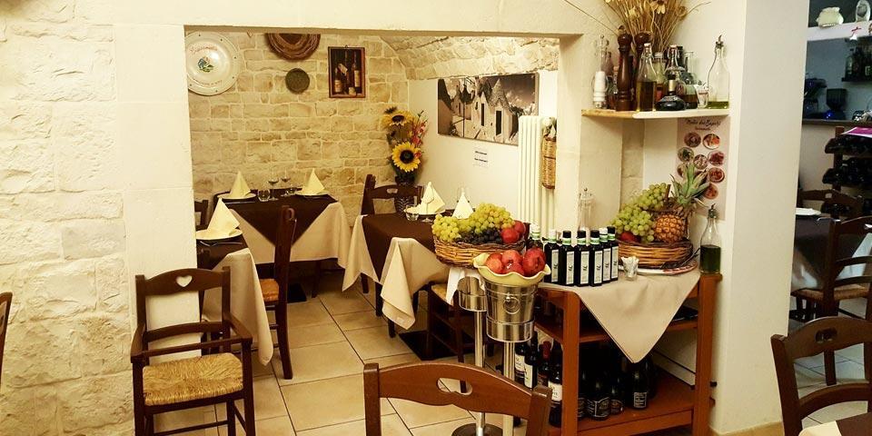 ALBEROBELLO. Pranzo o Cena valido  tutti i giorni anche la  Domenica a soli Euro 35,00 a coppia,  da Ristorante  Trullo dei Sapori.