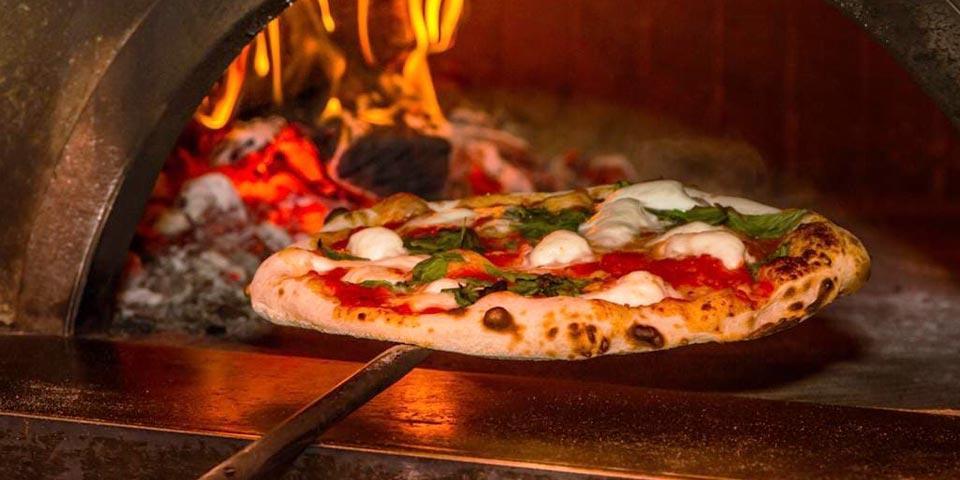 CRISPIANO. Menu Pizza valido tutti i giorni anche la Domenica a Euro 15,90 a coppia da Pizzeria Bla Bla.