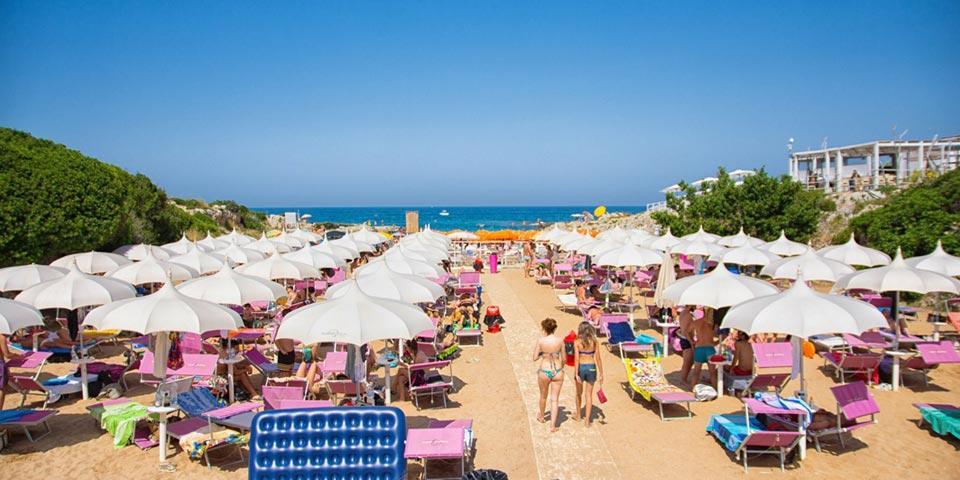 MONOPOLI, Ingresso al lido con lettino, pizza, bevanda e parcheggio auto a soli € 29,00 per 2 o 3 persone, da Purple Beach Lido.