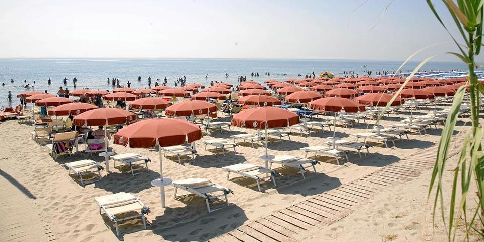 METAPONTO, AGOSTO, 7 Notti in Pensione completa con 3° letto gratis da € 770,00 a persona da Magna Grecia Hotel Village.