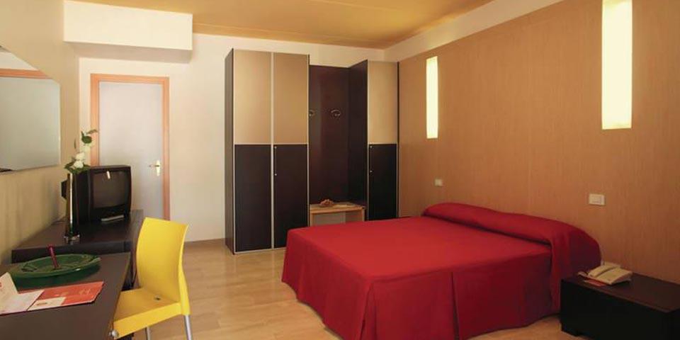 METAPONTO (MT), 7 Notti in Pensione completa con 3° letto gratis, dal 5 al 12 Settembre, a soli € 499,00 a persona, da Magna Grecia Hotel Village.