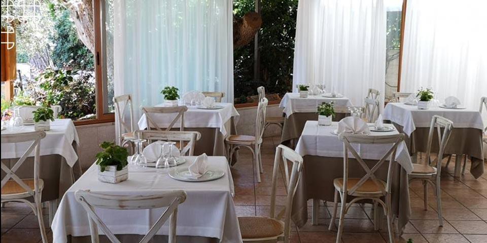 CASTELLANA GROTTE. 1 o 2 Notti in Mezza Pensione con Percorso SPA e Ingresso in Piscina da Euro 149,00 a coppia, da Park Hotel La Grave.