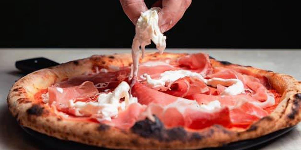 ALTAMURA. Menù Pizza valido tutti i giorni a cena anche il Sabato a soli Euro 18,00 a coppia, da Pizzeria Spiga d'oro.