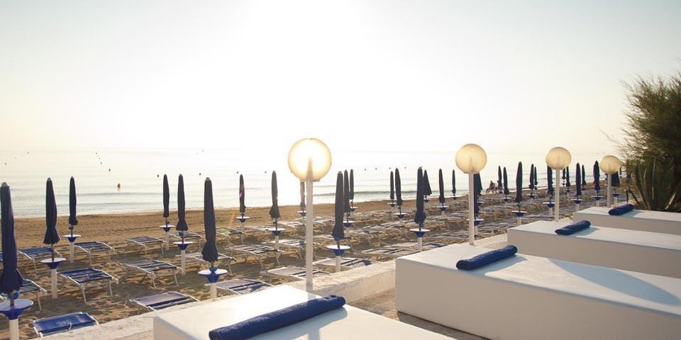 FASANO. 1, 2 o 3 Notti in Mezza Pensione dal 11 al 22 Settembre, con utilizzo della piscina e della spiaggia da soli Euro 129,00 a coppia, da Hotel Sierra Silvana.