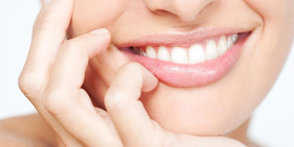 BARI. Visita  Odontoiatrica con  Pulizia Denti e Smacchiamento a soli Euro 19,00 per una persona,  dal  Dott. Giuseppe De Santis.