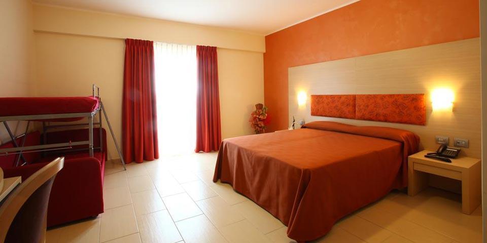 DIAMANTE (CS). 2 Notti in Pensione completa a Settembre, a Euro 228,00 a coppia, da La Felce Imperial Hotel.