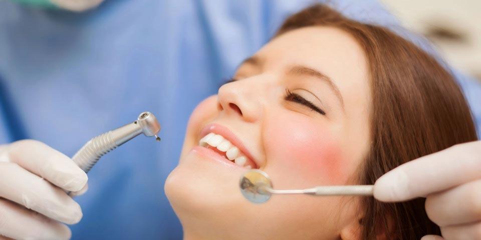 BARI. Visita dentistica con telecamera,  Pulizia denti, Smacchiamento o Otturazione a partire Euro 16,00 a persona,  dal  Dr.  Nicola Caporaso.