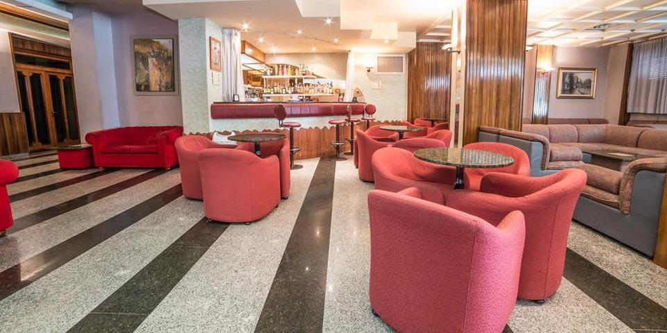 HALLOWEEN. 1 Notte in Pensione Completa, a soli Euro 69,00 a persona, da Grand Hotel Europa a Rivisondoli.