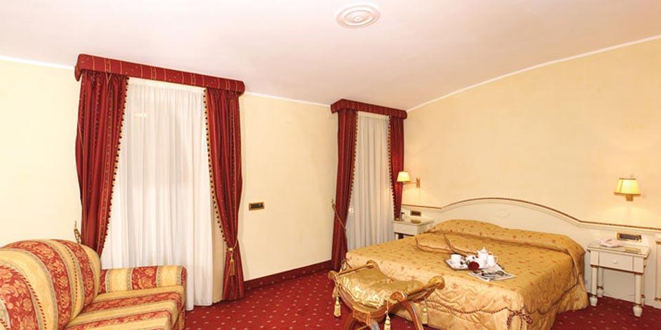 HALLOWEEN. 1 o 2 Notti in Mezza Pensione a partire da Euro 140,00 a coppia, da Grand Hotel Osman ad Atena Lucana.