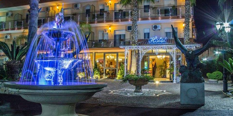 NAPOLI. 1 Notte con Colazione e Cena valido solo nei Week-end a soli Euro 65,00 a coppia, da Hotel Happy Days.